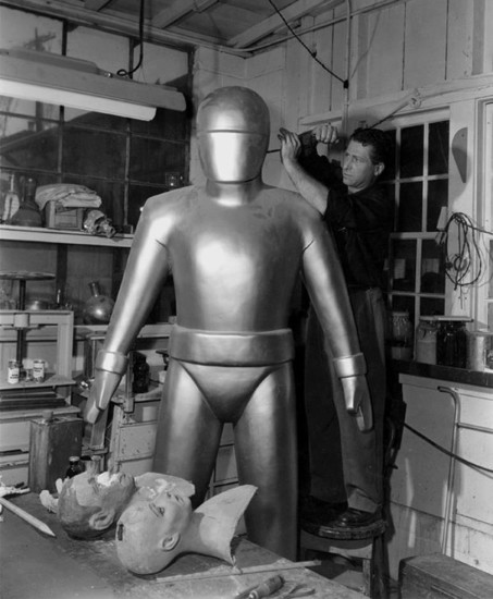 Gort-with-a-loose-screw